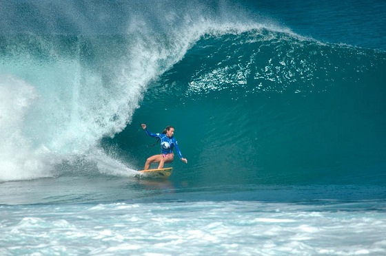 Pipeline Women's Pro: charging hard