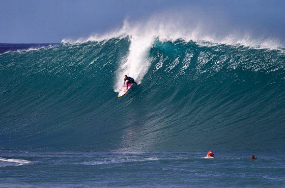 Billabong Pipe Masters: a barrel is in the making