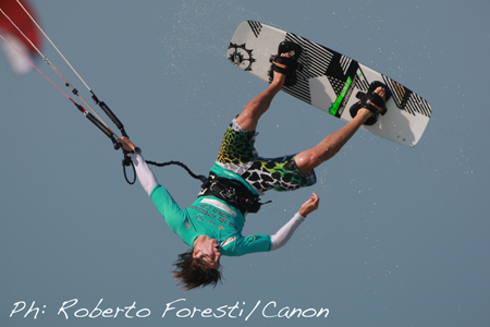 PKRA Thailand: kiteboarders in freestyle mode