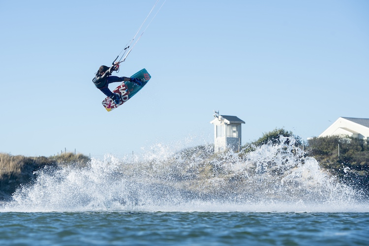 Kiteboarding: know the tricks and pull them | Photo: Craig Kolesky/Red Bull