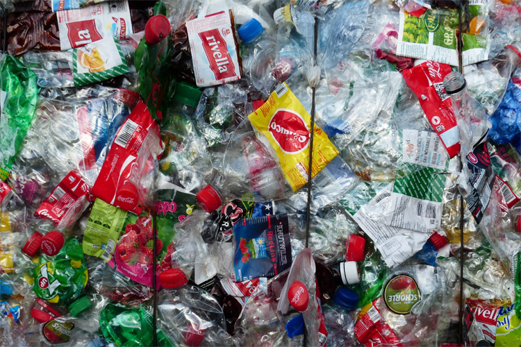 Plastics: China is the world's largest polyethylene importer | Photo: Creative Commons