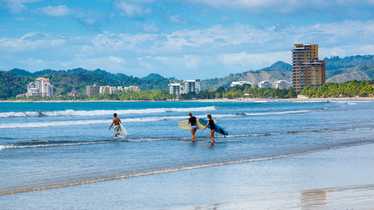 Playa Jacó: one of the best surf spots for beginners in Costa Rica | Photo: Shutterstock