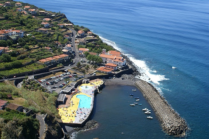 Ponta Delgada: when swimming pools are more important than waves