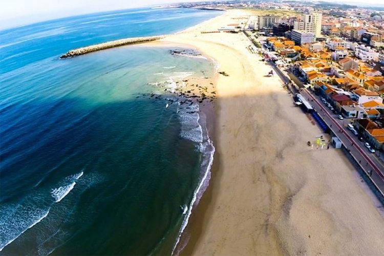 Praia Azul: the beach is located north of the Espinho main jetty | Photo: WSL