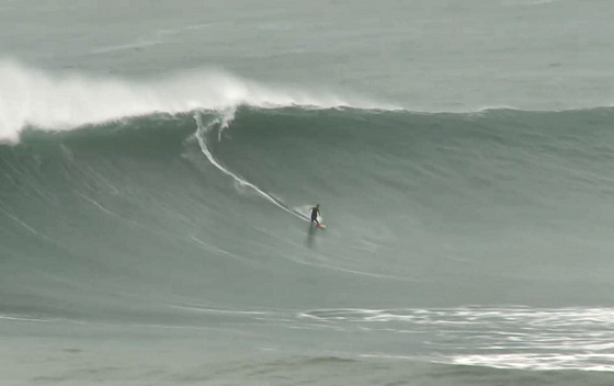 Praia do Norte: just another day in the Nazaré office