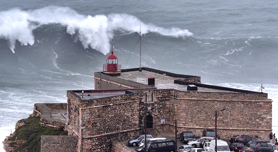 Praia do Norte, Nazaré: too big to be surfed