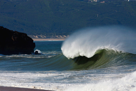 Praia do Norte: gnarly wave