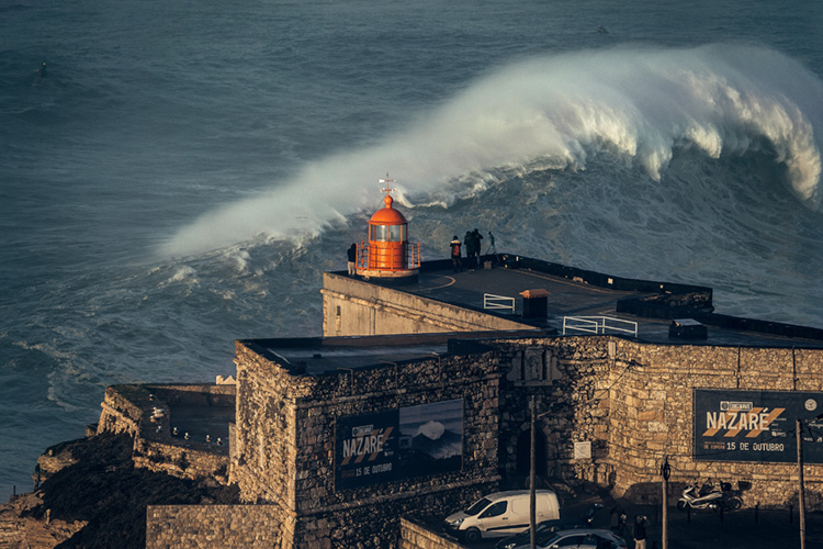 Praia do Norte: rescue jet ski drivers are paramount here | Photo: Reyer/Red Bull