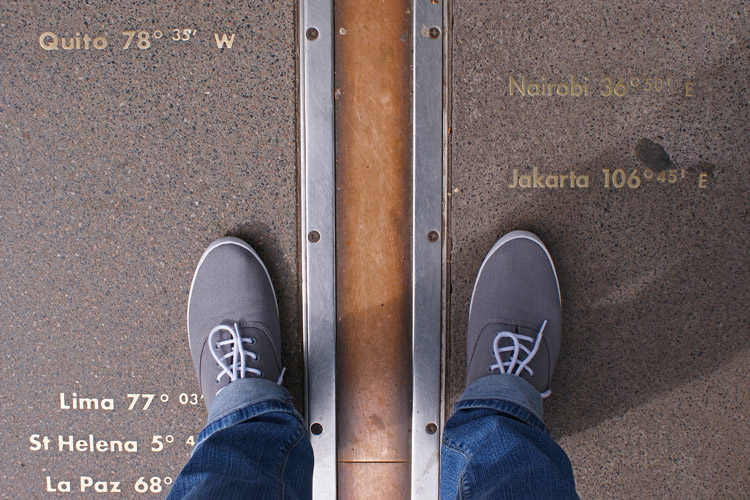 Prime Meridian: the imaginary line used to indicate zero degrees longitude can be seen at the Royal Observatory, in Greenwich, England | Photo: Hausken/Creative Commons