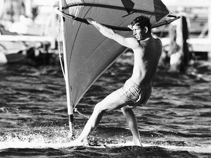 Prince Charles: a fan of the Windsurfer One Design | Photo: Life