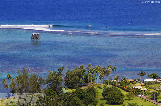 Billabong Pro Tahiti: the waves are arriving in a plane