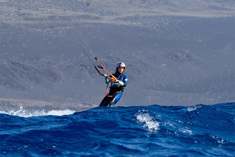 Gisela Pulido: she kite crossed all eight Canary Islands | Photo: Desafio Movistar