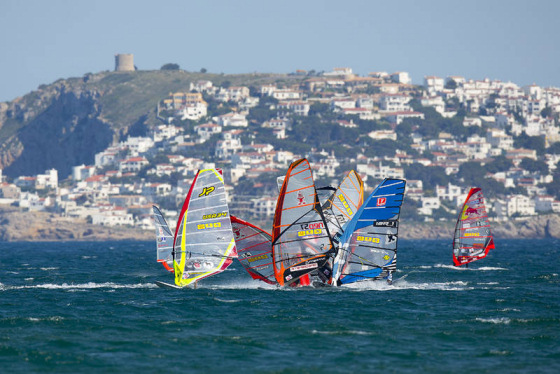 PWA Catalunya: windsurfers share a round of tapas together