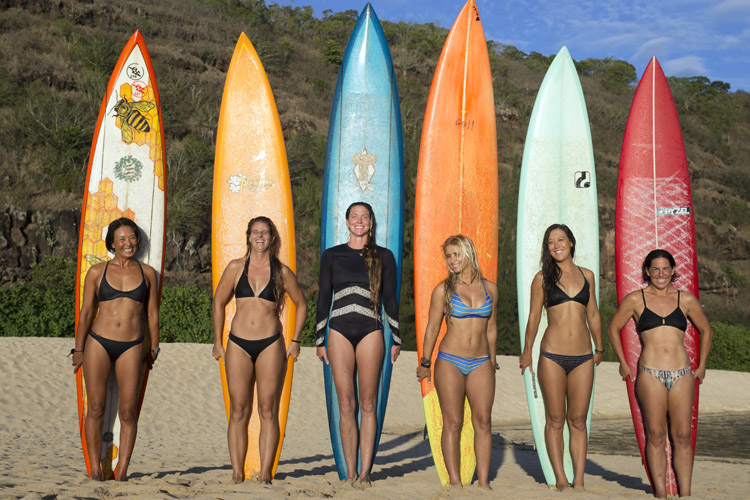 Red Bull Queen of the Bay: 30 female surfers will take on Waimea Bay | Photo: Mozo/Red Bull