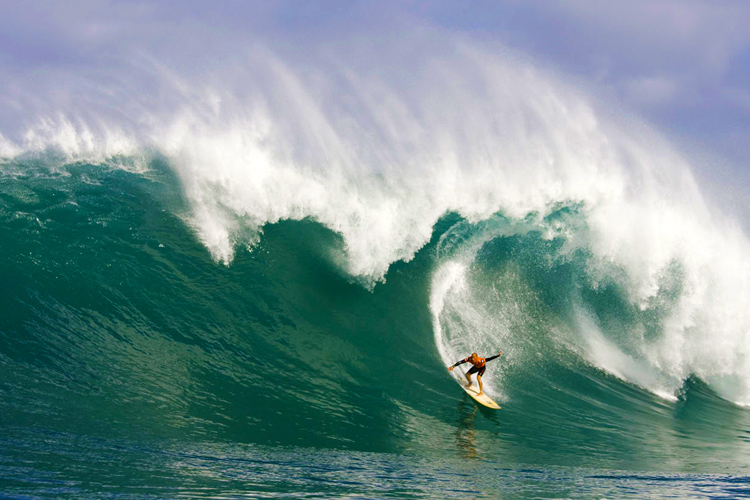 Quiksilver in Memory of Eddie Aikau: it is never too big at Waimea Bay | Photo: Quiksilver