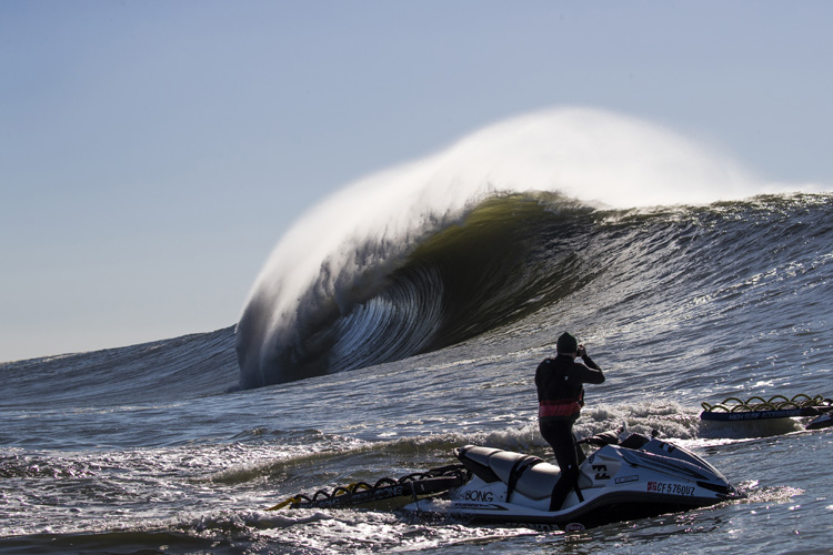 Mavericks: the danger zone shot by Frank Quirarte | Photo: Seth de Roulet