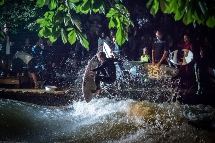 Volcom Rapid Jam Munich: river surfing at the Eisbach River | Photo: Benson Photography/Volcom