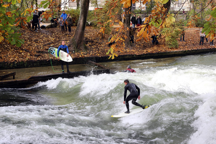 Rapid surfing: it all started in Munich's Eisbach river wave | Photo: Shutterstock