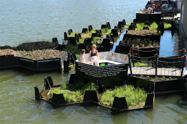 Recycled Park: a floating space for people and nature | Photo: Recycled Island Foundation
