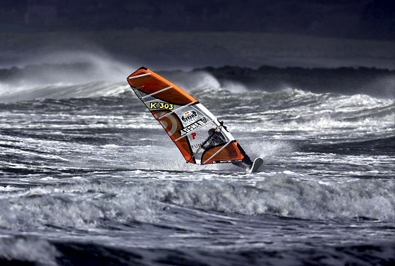 Red Bull Storm Chase: harsh sailing