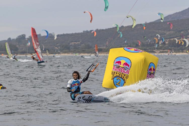 Kitesurfers beat windsurfers in Red Bull Tarifa 2