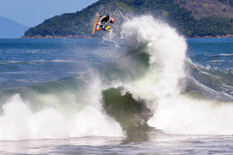 Renan Faccini: boosting huge airs | Photo: Diego Villamarin
