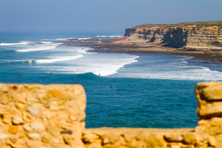 Ribeira d'Illhas: in ideal conditions you can surf a wave of 300 meters    Photo: Ericeira WSR10