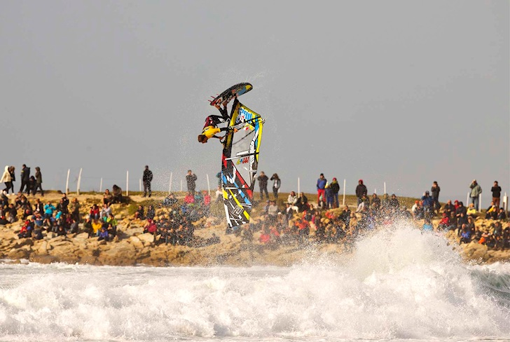 Ricardo Campello: nice ramp, huge loop | Photo: PWA/Carter