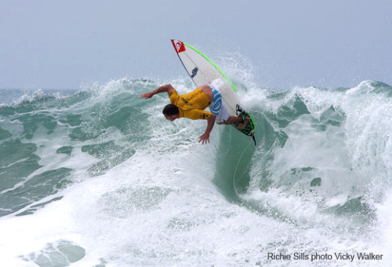 Richie Sills conquers the UKPSA Sri Lankan Surf Championships