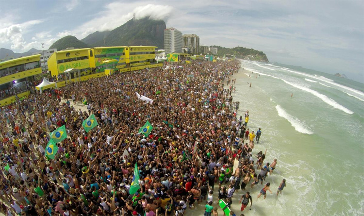 Crowds: Brazilians adore surfing and their national idols | Photo: WSL