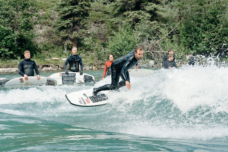 How to build a river surfing wave