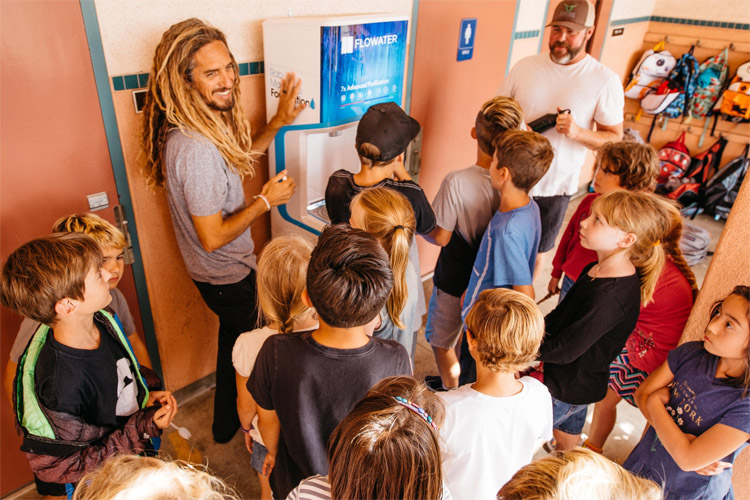 Rob Machado Foundation: educating kids and promoting healthy lifestyles | Photo: RMF