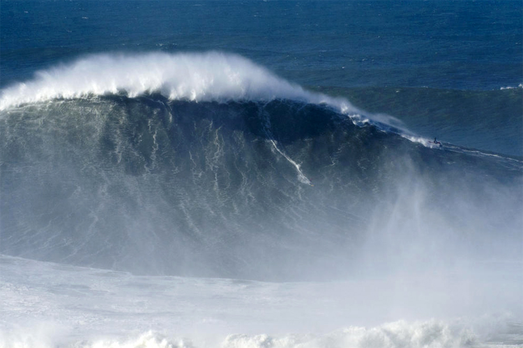 Rodrigo Koxa: is this the biggest wave ever ridden? | Photo: WSL