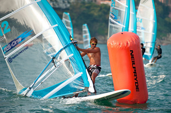 RS:One: you can wear sunglasses in this windsurf class