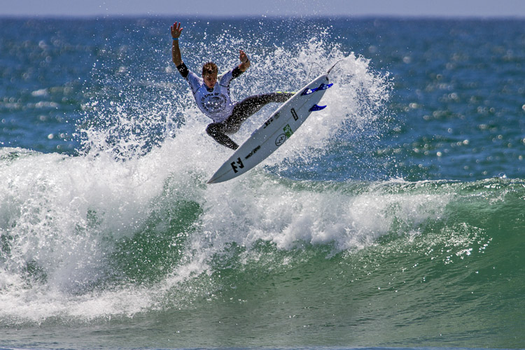 Ryan Callinan: throwing everything in Huntington Beach | Photo: Morris/WSL