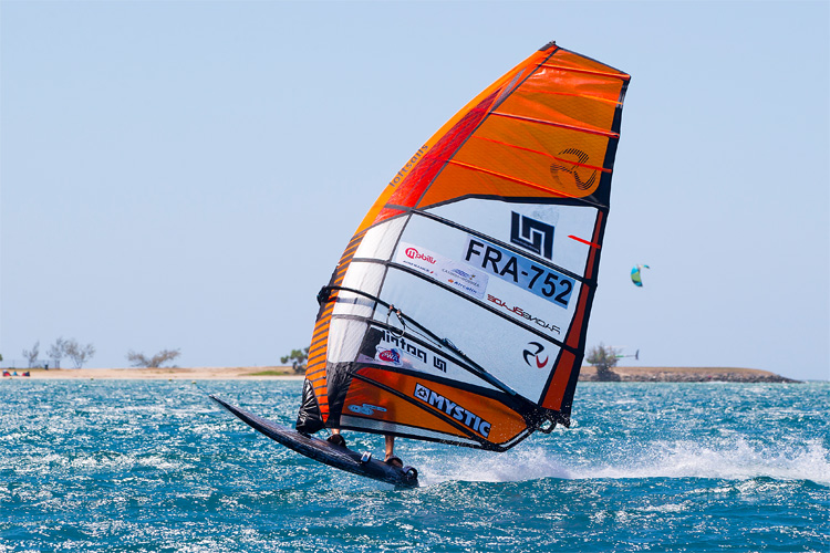 Windsurfing sails: learn how to make the right buying decisions | Photo: Carter/PWA