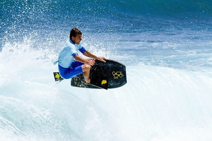Sandy Beach Challenge: eyeing Pipeline | Photo: IBA Hawaii