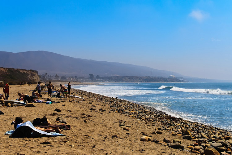 San Onofre State Beach: 2.5 miles of idyllic surf breaks | Photo: Rian Castillo/Creative Commons