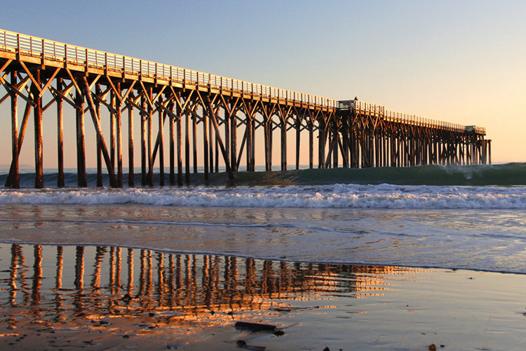 San Simeon: there's surf near the local pier | Photo: Creative Commons