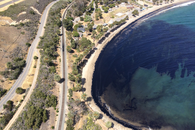 Oil spill: Santa Barbara suffers once again | Photo: KTLA