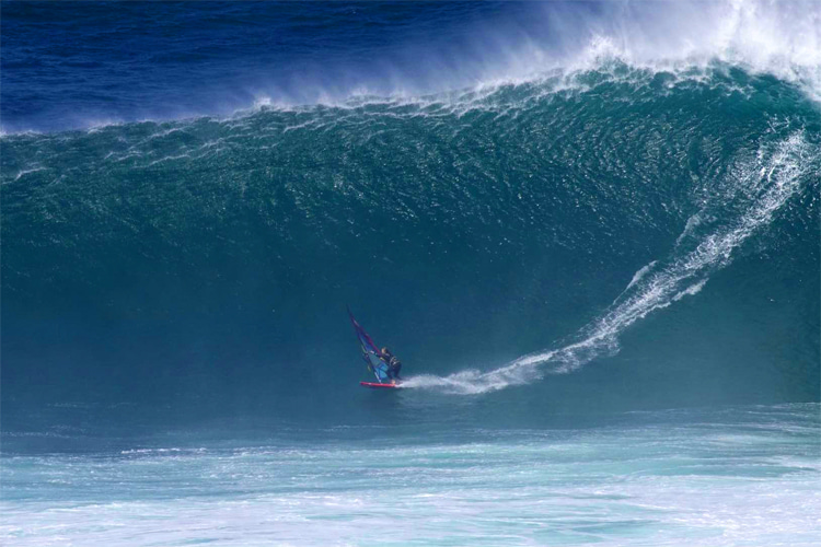 Sarah Hauser: this 36-foot wave earned her a spot in the Guinness World Records | Photo: Casey Hauser