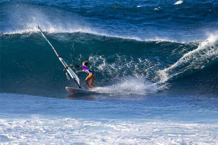 Sarah Hauser: she will share her wave sailing knowledge at the Baja Wave Camp | Photo: Carter/PWA