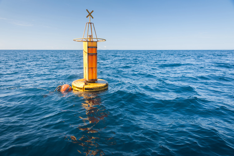 Ocean buoys: a fundamental tool in the analysis and interpretation of oceanographic and atmospheric data | Photo: Shutterstock