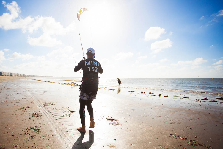 Self-launching a kite: for advanced riders, only | Photo: Kitesurf Tour Europe