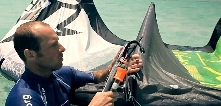 Kiteboarding: learn how to self rescue and to pack down