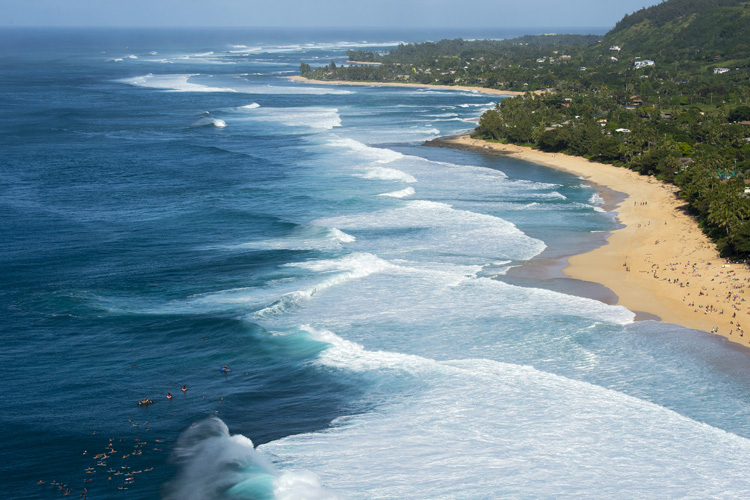 Seven Mile Miracle: 36 surf breaks pumping the North Shore of Oahu | Photo: Ryan Miller/Red Bull