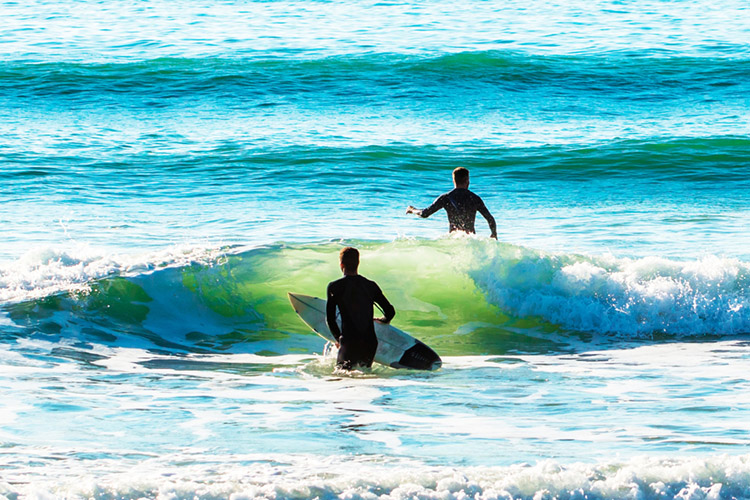 Surfing: go for a swim to improve your paddling power | Photo: Shutterstock