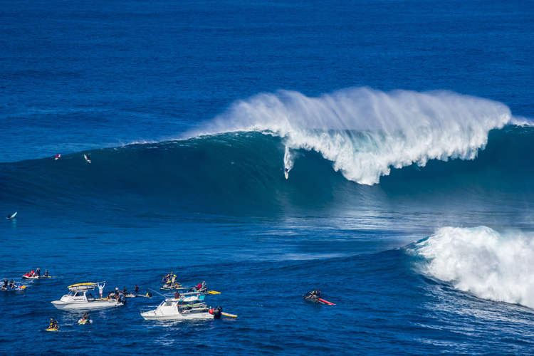 Shane Dorian: life's better riding big, blue waves | Photo: Fyans/Red Bull