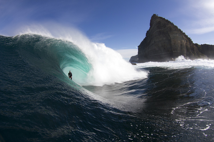 Shipstern Bluff: the weight in volume of water is the equivalent to 50 semi-trailers | Photo: Chisholm/Red Bull
