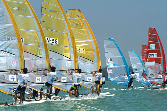 Singapore: strong winds and warm waters